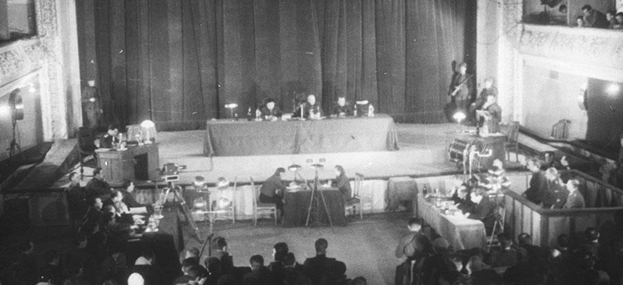 Vue de la salle du procès de Kharkov (décembre 1943). RGAKFD, fond Kapustinskii.